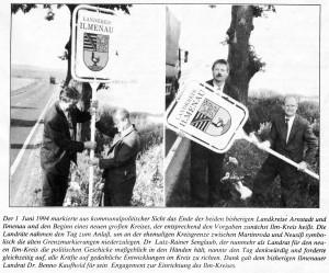 Demontage der alten Grenzschilder zwischen Martinroda und Neusiß am 1. Juli 1994
